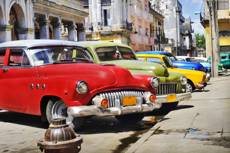 2995568-colorful-havana-cars